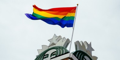 n-STARBUCKS-GAY-PRIDE-FLAG-628x314.jpg